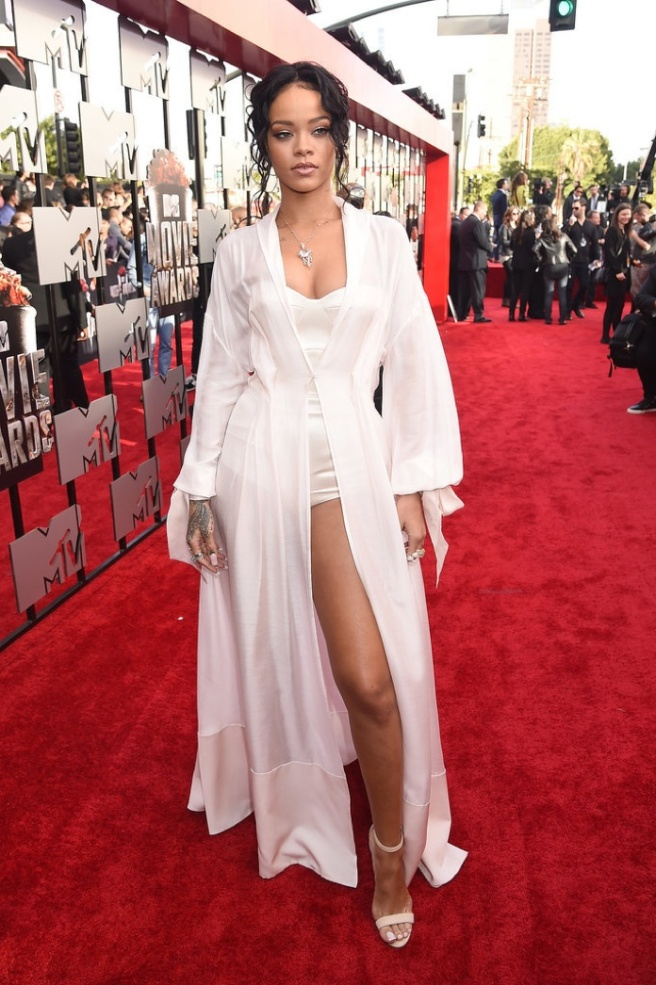 resized 2Rihanna-MTV-Movie-Awards-2014