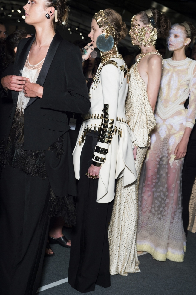 givenchy-and-marina-abramovic-take-new-york-with-a-stunning-spectacle-body-image-1442081886
