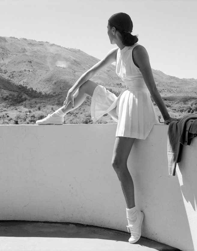 Toni_Frissell-_Woman_in_tennis_outfit-_1947_o-1_o